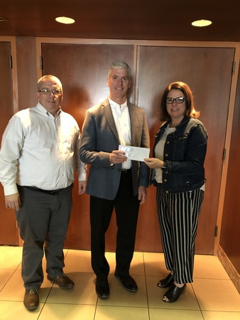 MCAO President, Tim Farber, thanks representatives from the MCA of Northwest Ohio, John White and Anne Saloff for their generous PAC contribution.